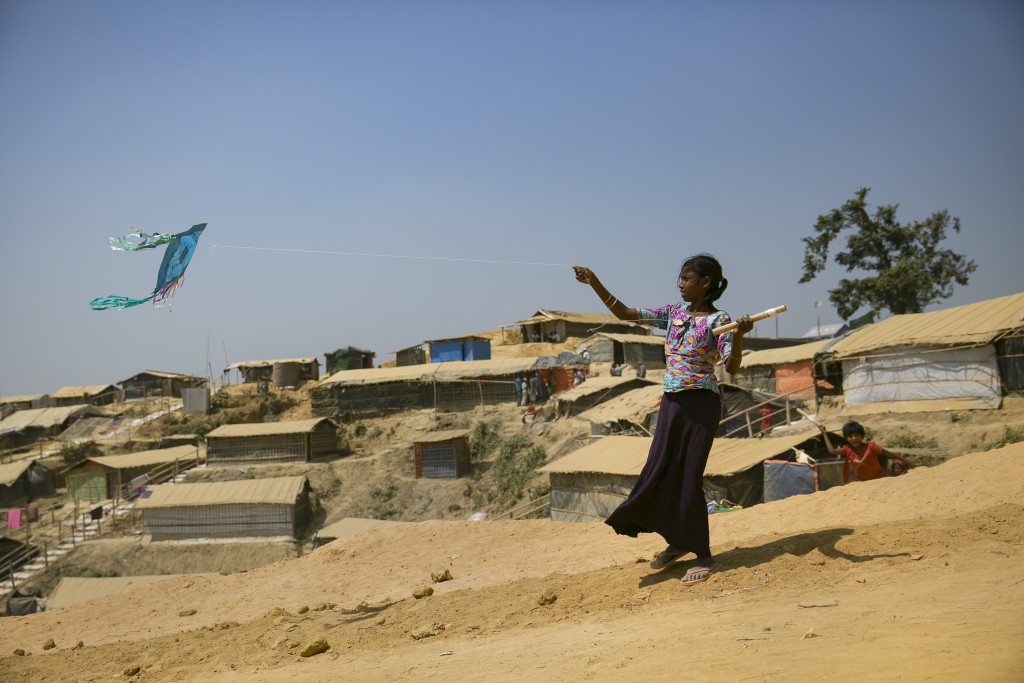 In Cox's Bazar, Bangladesh, Rohingya women refugees at UN WomenÕs Multi-Purpose WomenÕs Centres will make kites and write their demands and wishes on them before flying them, to celebrate International WomenÕs Day, followed by a video screening and debates on economic resilience. Balukhali camp March 8, 2018 Photo: UN Women/Allison Joyce
